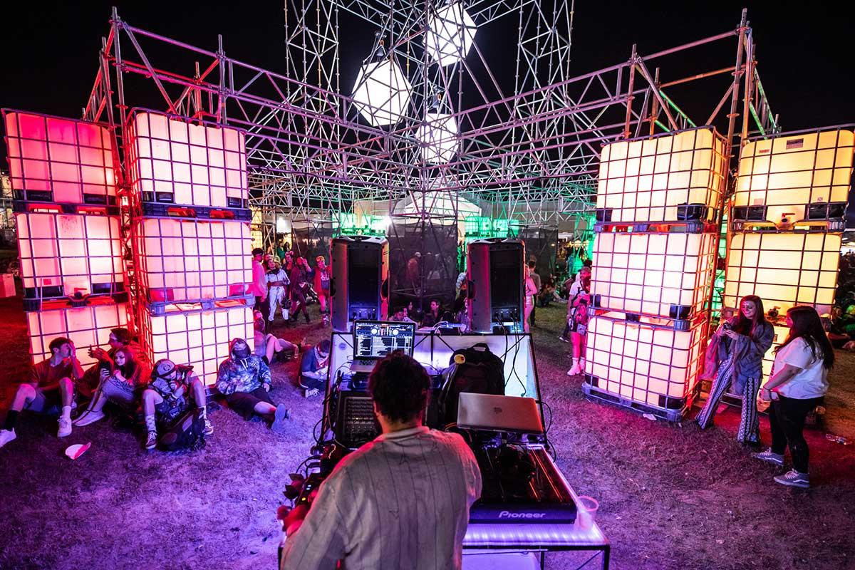 Buku DJ set photo